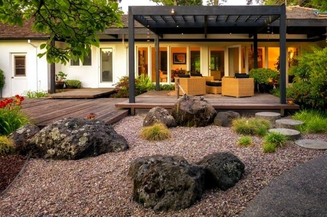 Garten Ideen Mit Japanischer Gartengestaltung Und Uberdachte Holzterrasse