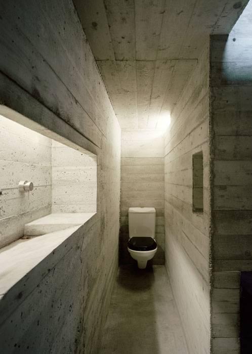 Innenraum aus Beton versteckt im alten Steinbau  fresHouse