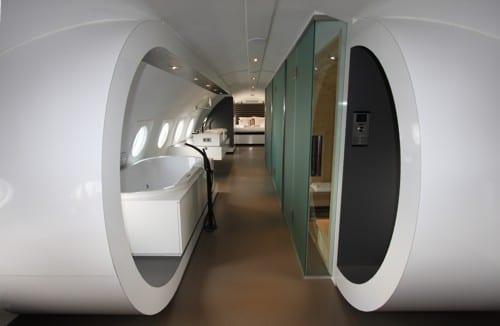 luxus flufzeug suite mit badewanne und infrarot sauna  fresHouse