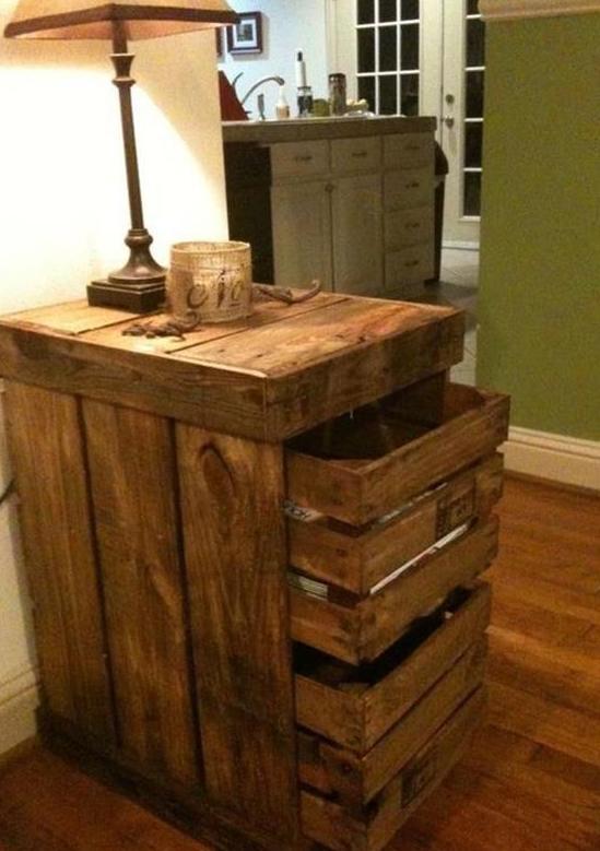 DIY Bett und eigener DesignerNachttisch aus Paletten