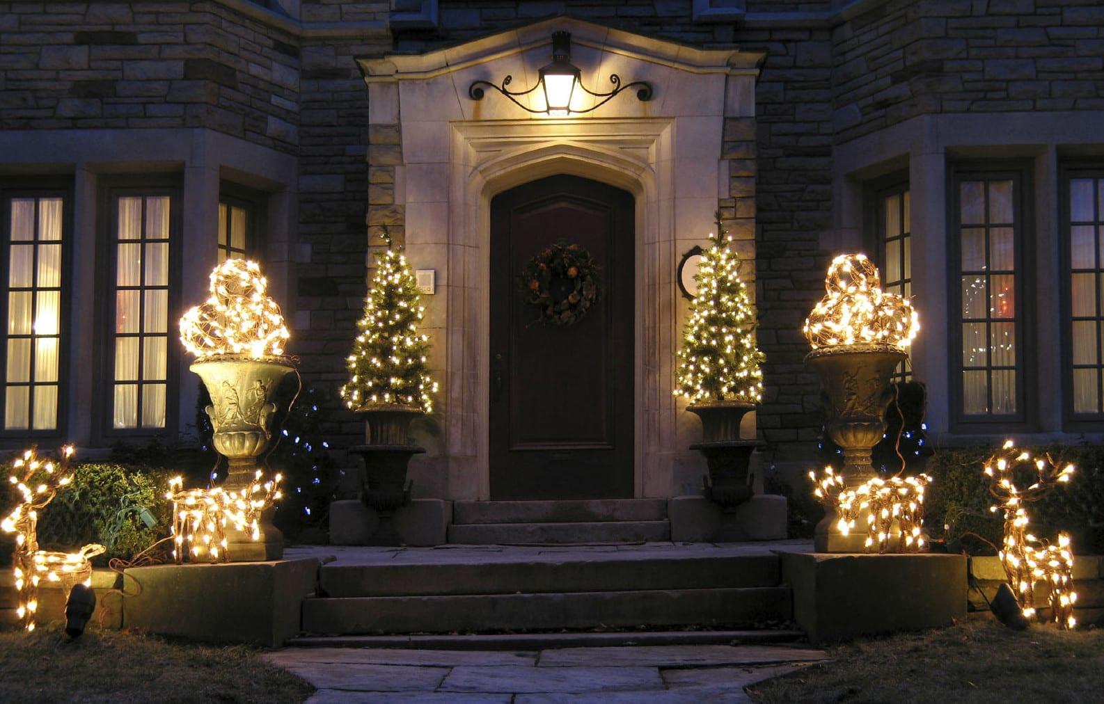 Haustren mit Stil  auch zur Weihnachtszeit ein Blickfang