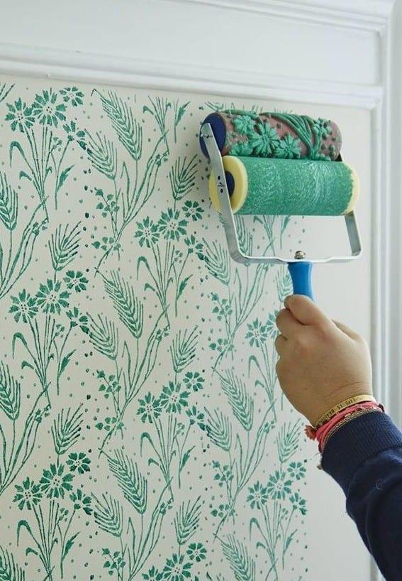 wand streichen ideen mit blumenmuster fr moderne wandgestaltung in grn  fresHouse