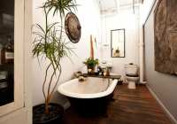 Kleine und moderne Badezimmer mit Badewanne - fresHouse