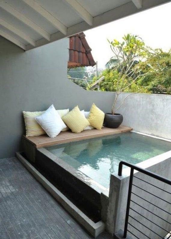 Belebende Gartengestaltung mit kleinem Tauchbecken zum Entspannen  fresHouse