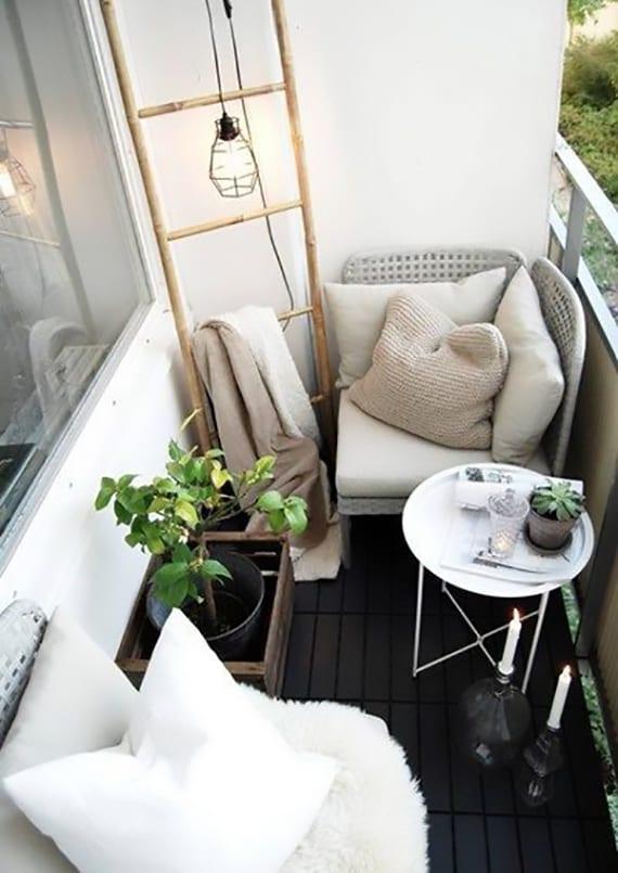 Der kleine Balkon in Wei  20 wunderschne Ideen  fresHouse
