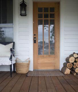 Gorgeous Farmhouse Front Porch Ideas 11