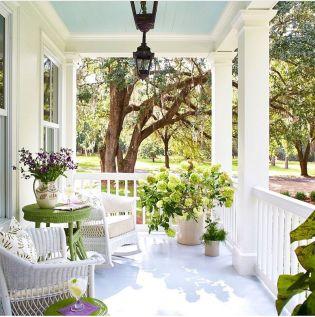 Gorgeous Farmhouse Front Porch Ideas 132