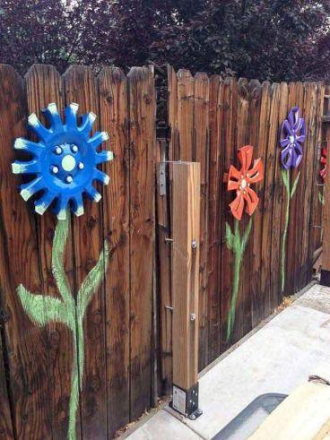 Garden Fence Decoration Idea