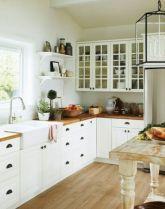 White Farmhouse Kitchen Ideas 16