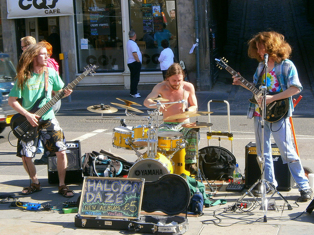 Musicians: Read These Word of Mouth Marketing Tips to Increase Your Audience at a Show