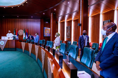 PHOTOS: Buhari In A Visual Meeting With State Governors