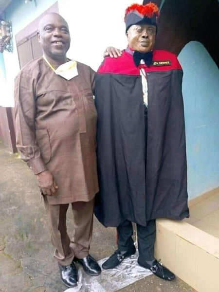 Family And Standing Dead Man Took Pictures Together (Photos)