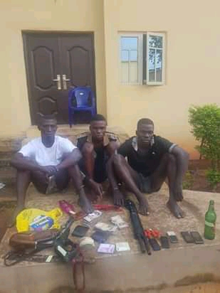 Police Arrests Robbery Syndicate, Recover Arms And Huge Cash (Photos)