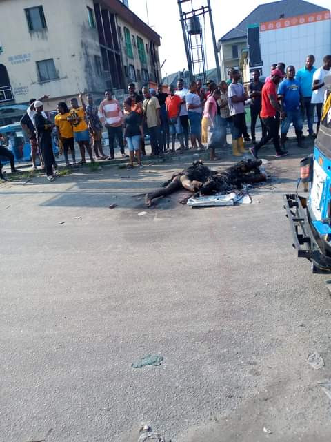 Three Robbery Gang Set Ablaze By Angry Mob In Delta State (Graphic Photos)