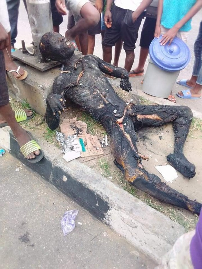 Phone Thieve Set Ablaze By Angry Mob In Uyo (Graphic Photos)