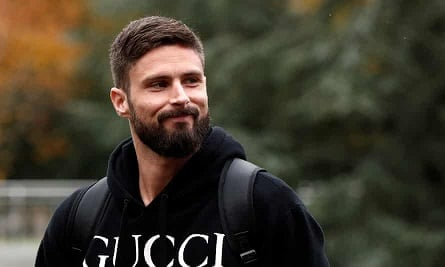 Giroud completes €2m AC Milan deal