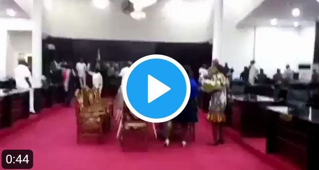 Heavy Gunshots As Imo House Of Assembly Suspends 6 Lawmakers, Sack Chief Whip (Video)