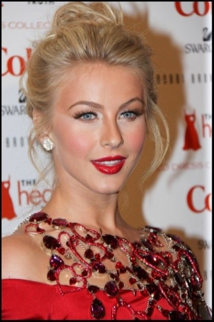 Julianne-Hough-Hairstyle-Simple-Top-Knot