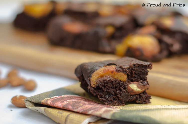 Healthy perzik-amandel chocolade cake | Freud and Fries