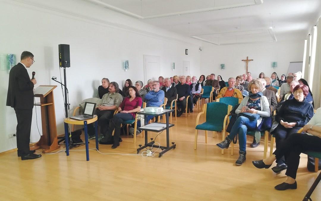 Vortrag von Dr. Bernd Steidl im Plenarsaal der Abtei Frauenwörth