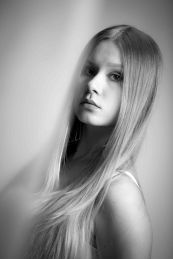 Foto: Wolfgang Fricke   Model: Raffaela   aus einem Porträt-Shooting im Studio