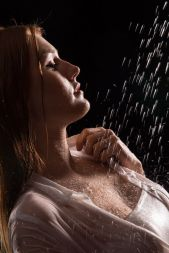 Foto: Wolfgang Fricke   Model: Anastasia   aus einem Shooting mit dem neuen Wasserbecken & Dusche