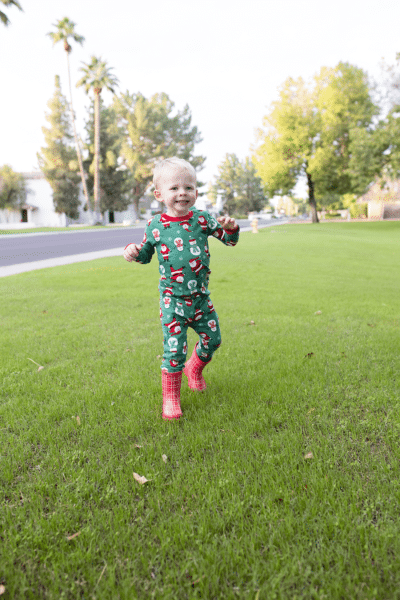 It's Holiday Jammies Time!