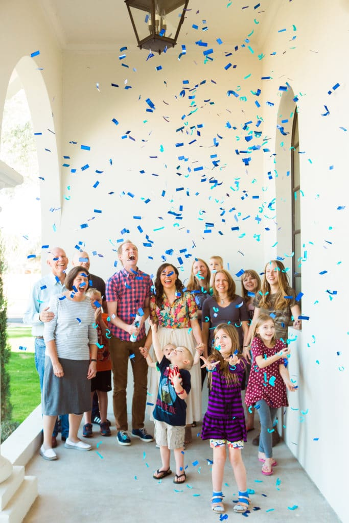 Outdoor Gender Reveal Party: Such a cute easy way to announce the baby's gender!
