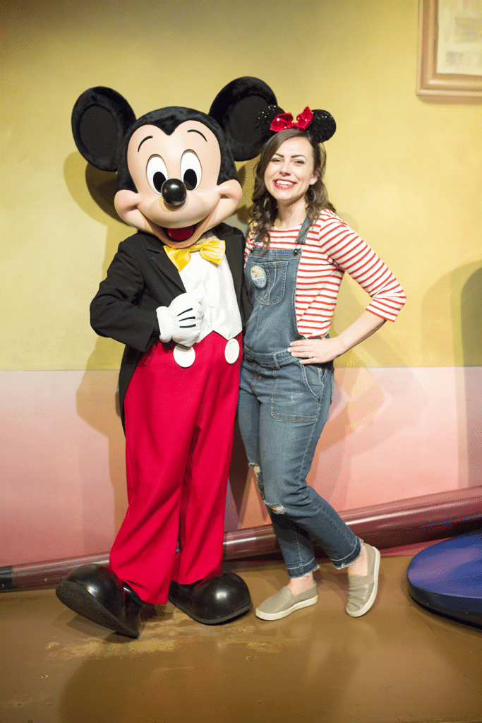 What to wear to Disneyland + the best Disney family shirts and where to find them for your next Disney vacation! #disneyland #disney #disneyfashion