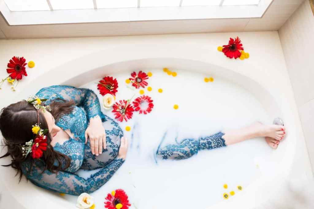 5a6a77317c161 Milk Bath Maternity Pictures and Photo Shoot Tips