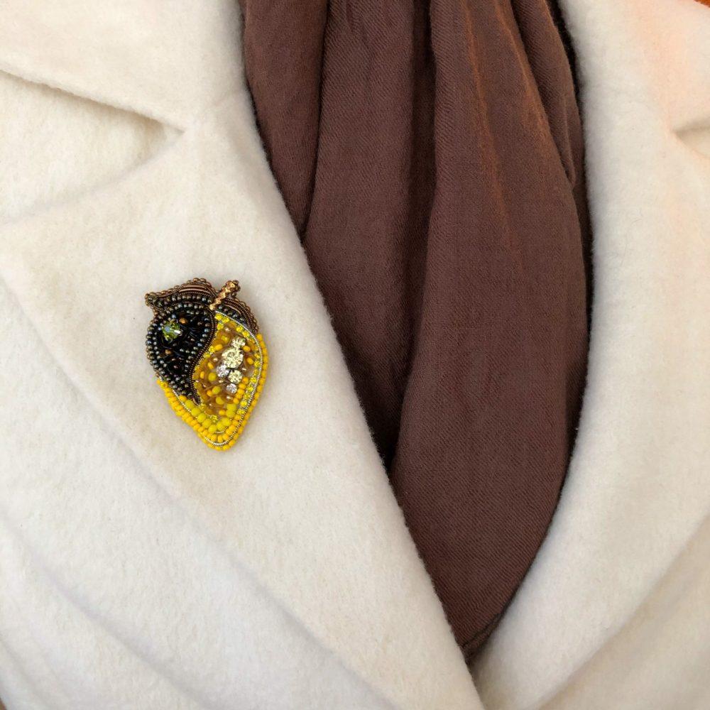 брошь брошка лимон брошь на пальто стразы сваровски swarovski жемчуг украшения аксессуары