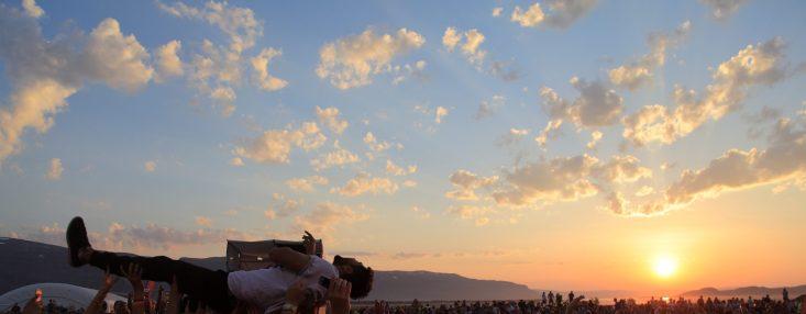 Midnattsrocken 2014 Karpe Diem Crowdsurfing