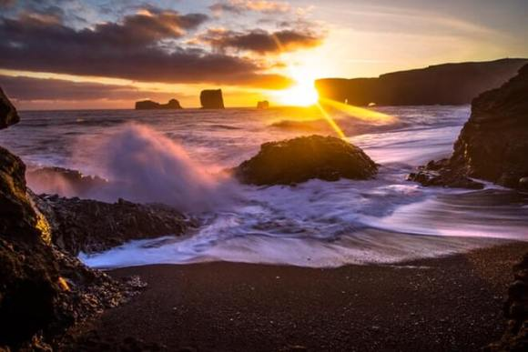South coast & glacier lagoon - Black beach sunset - friend in iceland
