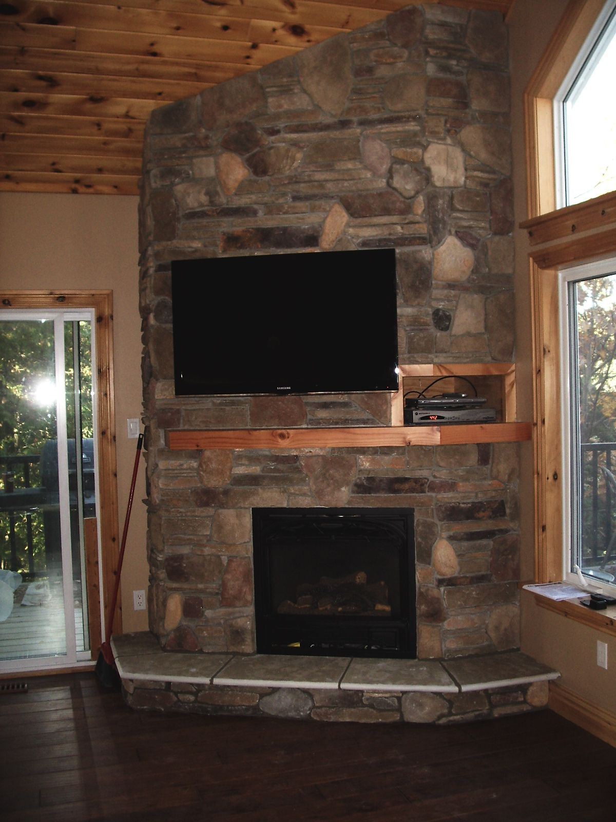 Gas fireplaces friendly firesfriendly fires - Pictures of corner fireplaces ...