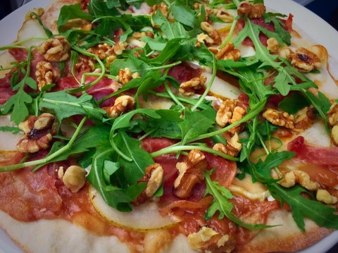 Atomica BBQ Pizza Green Leaves