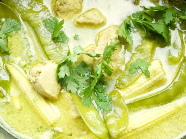 Slow cooker coconut ginger chicken & vegetables