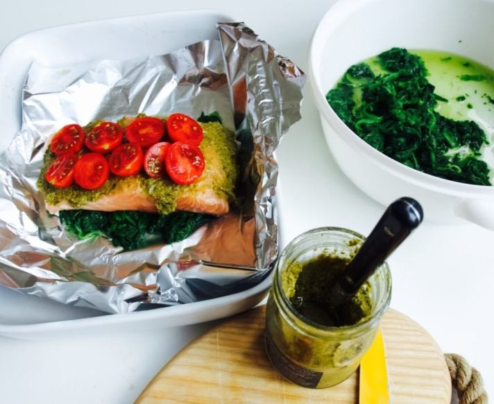 My easy-peasy pesto salmon pouches