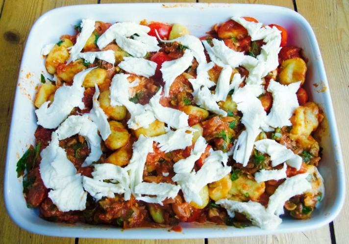 Easy baked Gnocchi with mozzarella and tomatoes