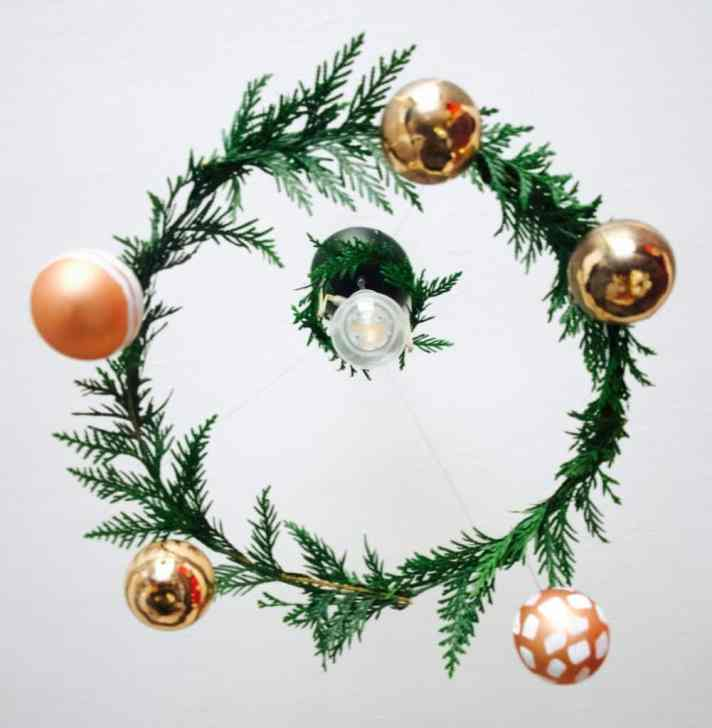 Make your own Christmas wreath chandelier