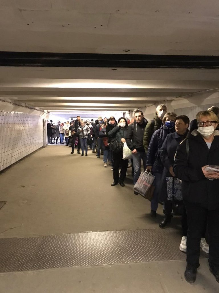 Metro queue 15 Apr 2020