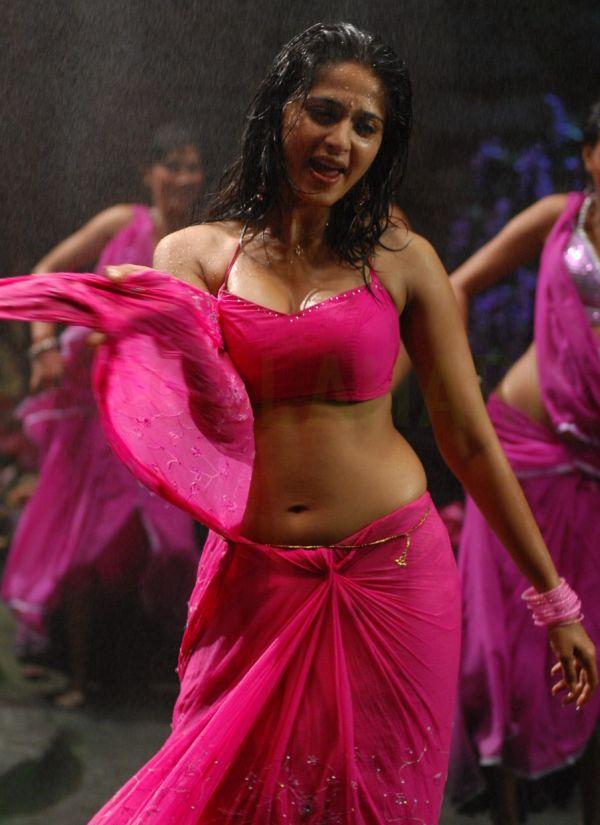 Anushka Latest Hot Navel Show Photos in Pink Saree, Anushka Shetty latest hot navel photos