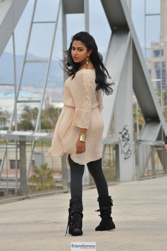 amala-paul-friendsmoo (2)