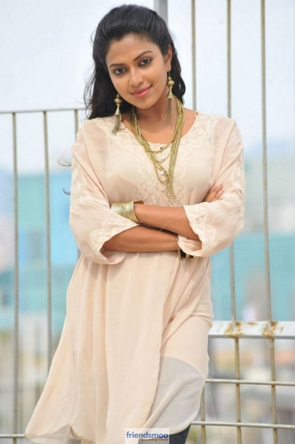 amala-paul-friendsmoo (3)