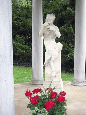 Pan dressed up for Virginia's Historic Garden Week.