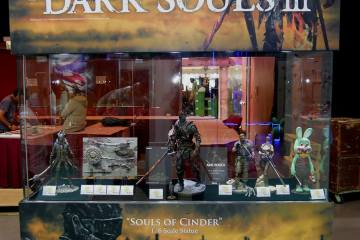 chequea-la-estatua-souls-of-cinder-dark-souls-iii-presentada-gecc7o-frikigamers.com.jpg