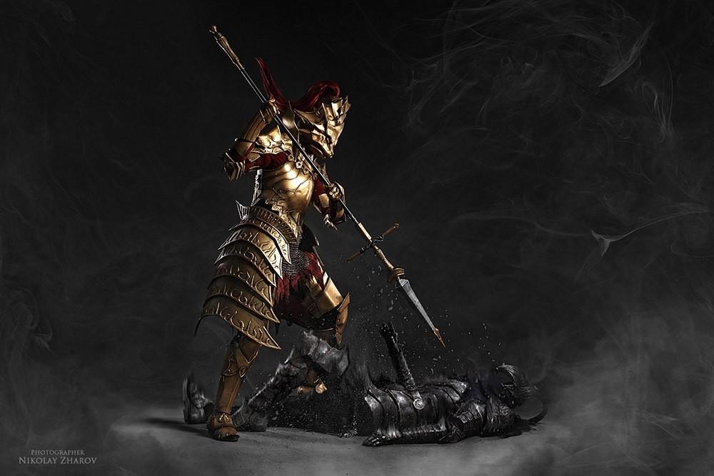 chequea-el-asombroso9-cosplay-de-dark-souls-frikigamers.com