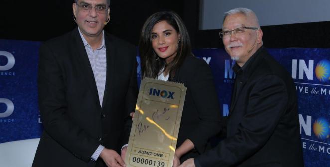 la-estrella-de-bollywood-richa-chadha-inaugura-la-primera-apertura-de-la-mx4d-en-la-india-frikigamers.com.jpg