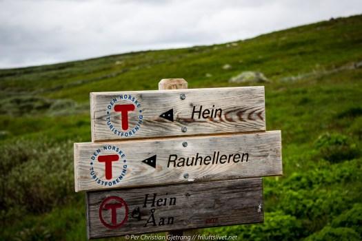 Skilt ved Tuva - Vi går i retning Hein