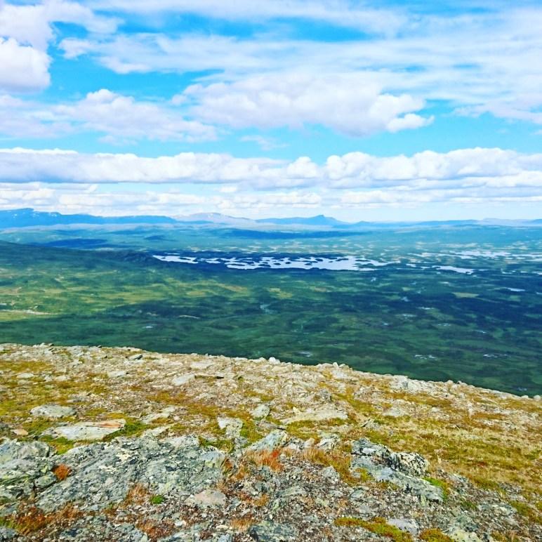 Utsikt från Vuekienaesie ned mot Tärnasjön