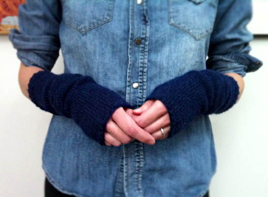 navy armwarmers free knitting pattern